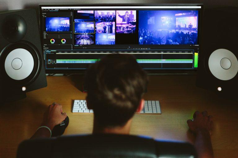 Comment devenir monteur vidéo : le guide complet